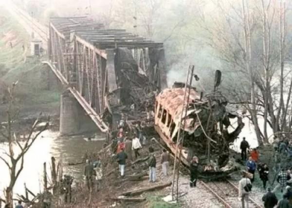 Válečný zločin NATO - vybombardovaný rychlík Skopje-Bělehrad