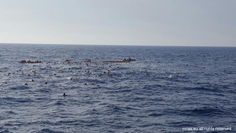 Da twitter @cpcatrambone ) Vyklopení migranti.