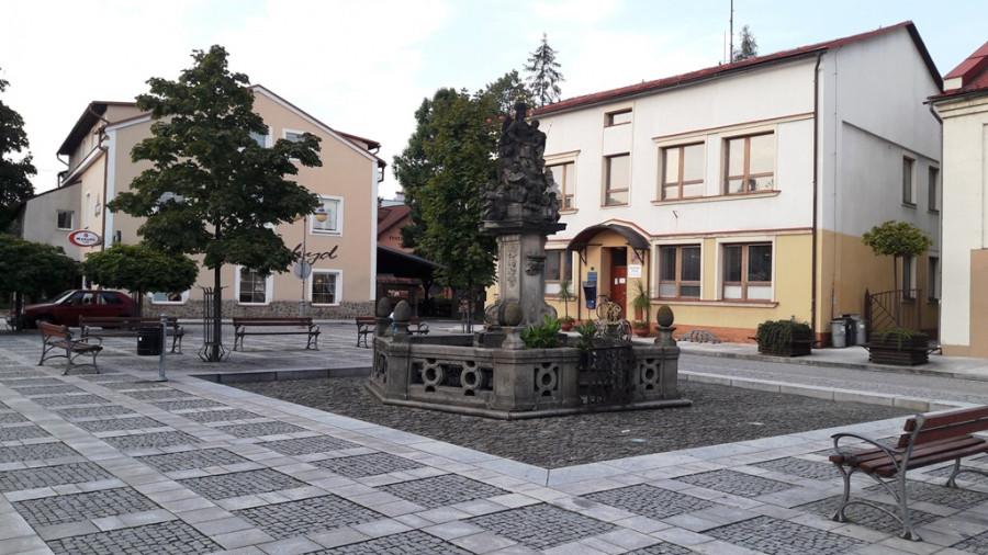 Městem na hranici mezi Moravou a Slezskem je i Frýdlant nad Ostravicí, historické jádro Frýdlantu však leží na moravské straně hranice