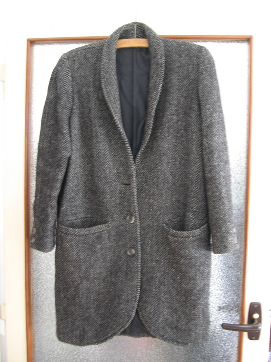 DŘÍVE. Vlněný kabát z 80. let XX. století.