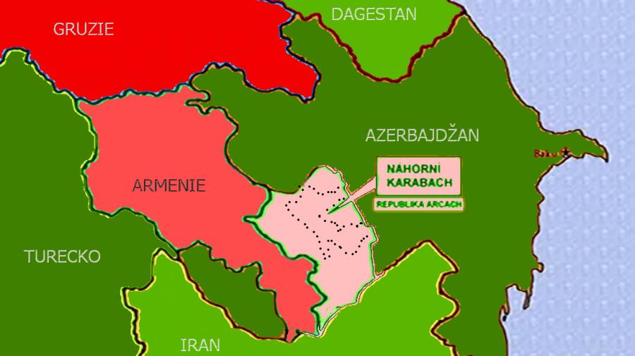 Stav před zahajenim azersko-tureckeho utoku 27.9. Ružově znazorněna oblast byvale republiky Artsach (Nahorni Karabach). Vytečkovaně je znazorněne to, co z ni zustalo po 10.11. Zelene země su muslimske.