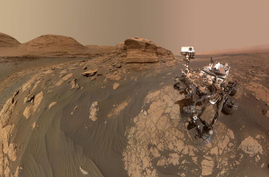 "Obrázek: Nové ""selvie"" na Marsu. Zdroj: NASA / JPL-Caltech / MSSS, https://mars.nasa.gov/resources/25757/curiositys-selfie-at-mont-mercou/?site=msl"