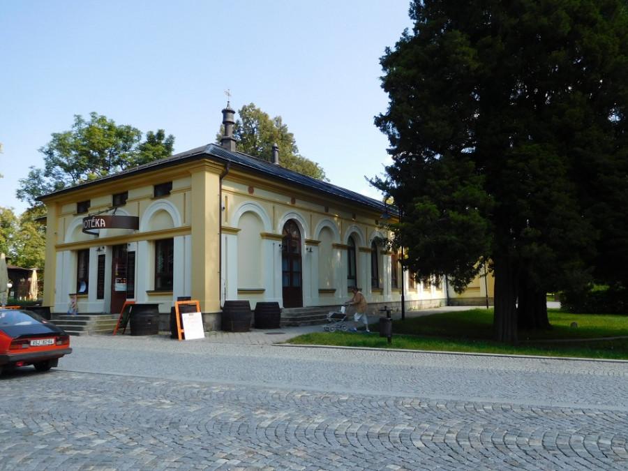Bývalý lázeňský, dnes společenský dům.