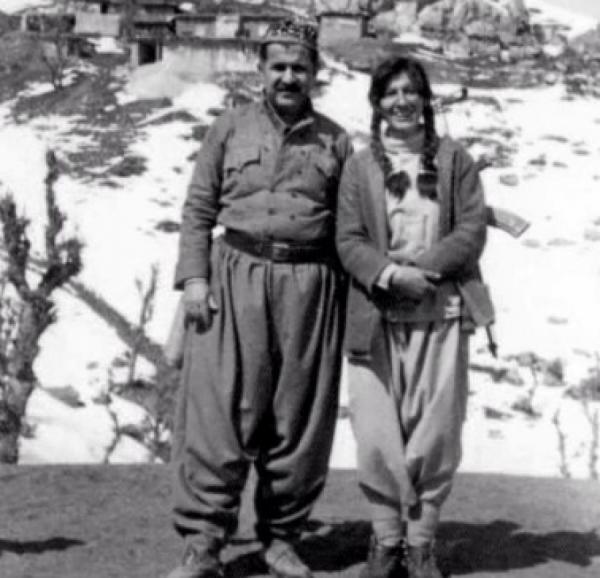 Jalal Talabani jako partizan se svou ženou v boji