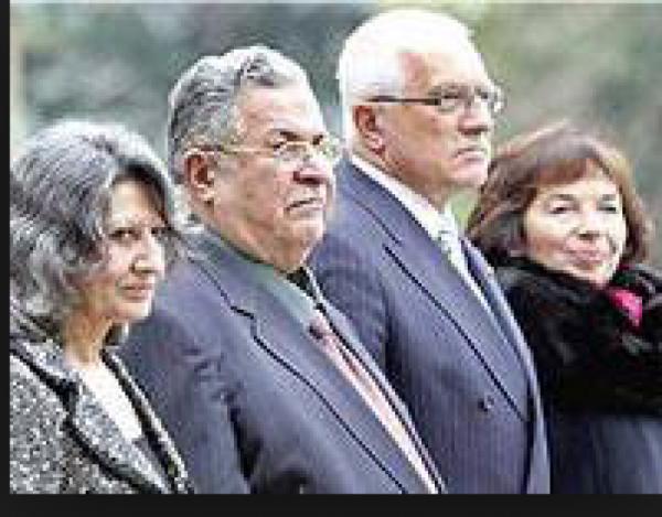 Jalal Talabani se svou ženou v Praze