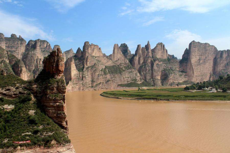 Binglingsi leží v té nejhezčí a nejmalebnější části toku Chuang Che
