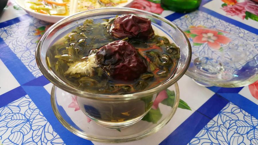 V Číně velmi oblíbený čaj se sušeným ovocem