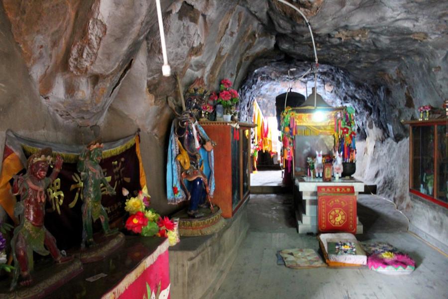 Jeskyně s posvátným pramenem