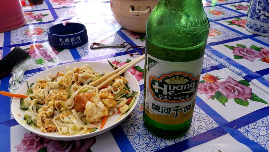 Nudle s vejcem a pivo Huang-He (u nás přepisované jako Chuang-Che)