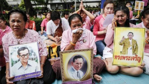 Thajci truchlí po smrti krále
