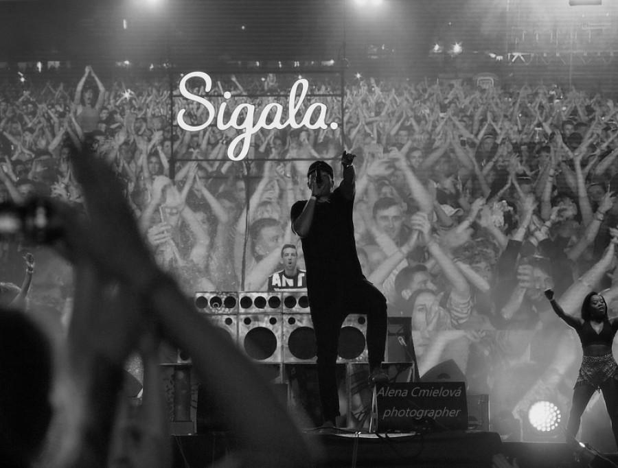 Sigala , když hráli všude bylo plno tančících fanoušků