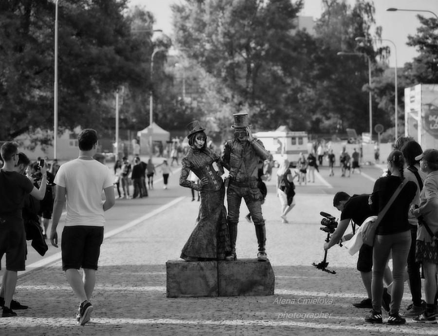 Skvělé lidské sochy, veliký obdiv byli tam celý den a všem pózovali