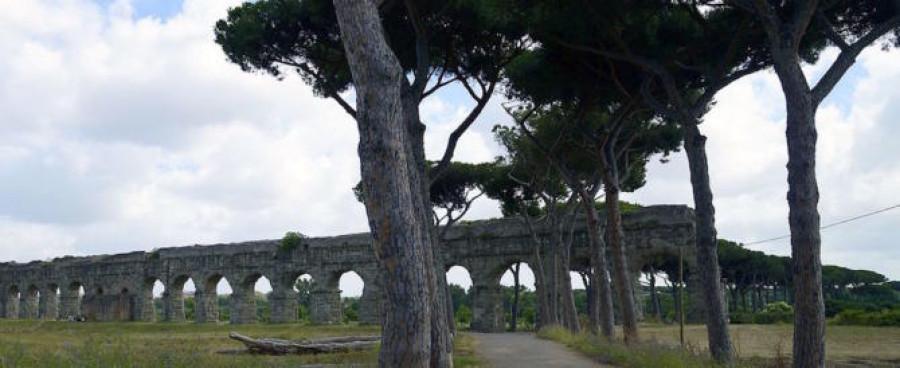 Park  akvaduktů v Římě. Parco degli acquedotti.