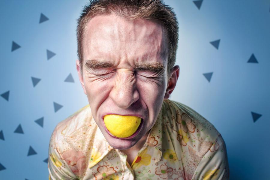 Změnit životní styl z nezdravého na zdravý je jako kousnout si do citrónu.