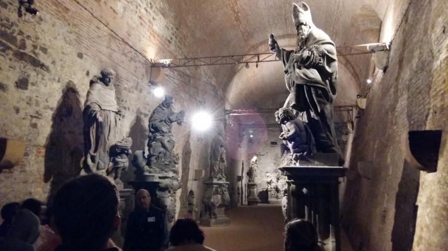 Sál Gorlice s originály soch z Karlova mostu