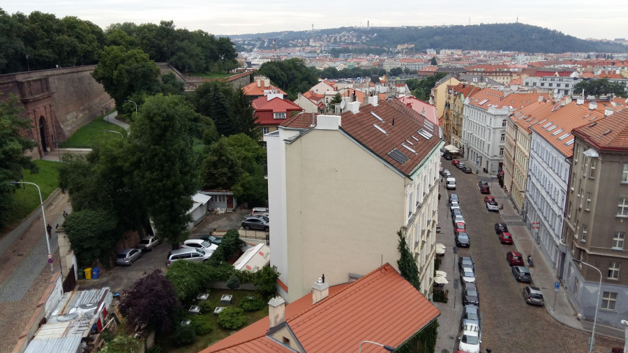 Chotkovo esíčko k Cihelné bráně a Vratislavova ulice