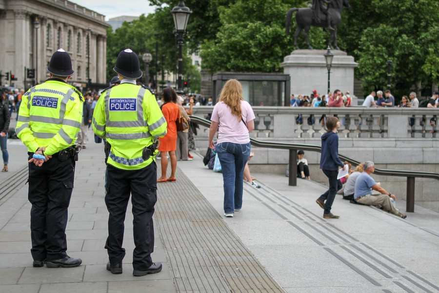 Britská policie se k problémům dětí otočila zády kvůli strachu z obvinění z rasismu.