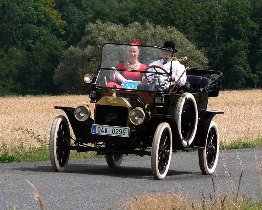 Ford model T se v letech 1915 až 1925 vyráběl v USA pouze v černé barvě.
