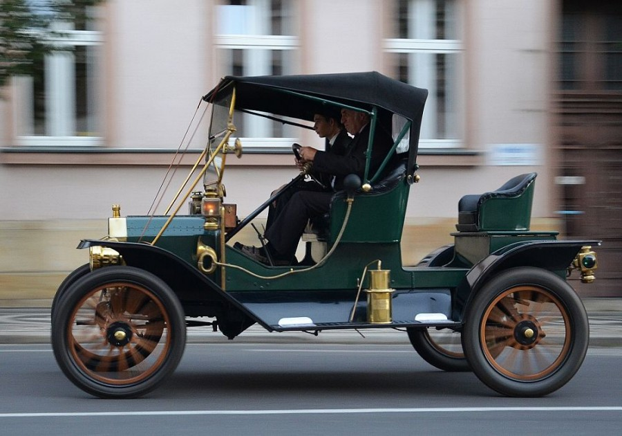 Ford model T v třímístné verzi se vyráběl pouze v roce 1911.