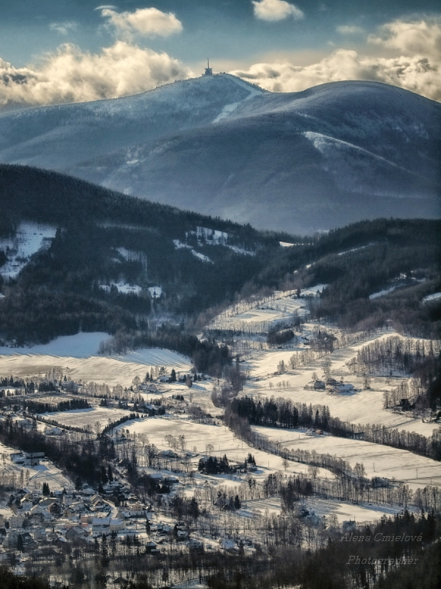 Pohled na Lysou horu nejvyšší vrchol Beskyd a Těšínska.