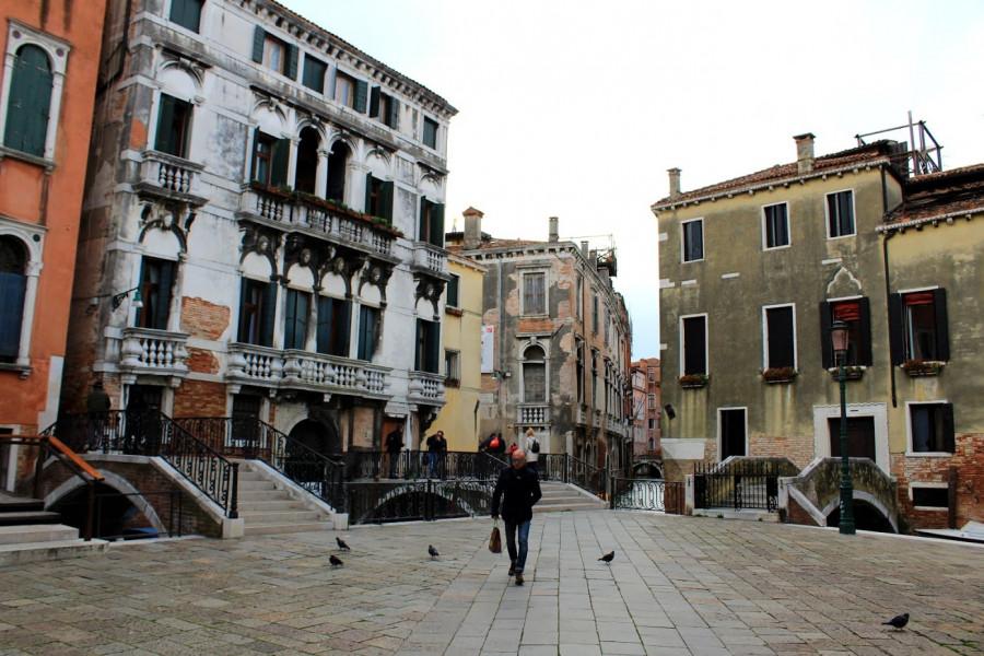 Paláce a kanály (náměstíčko Campo Santa Maria Formosa u paláce Grimanni)