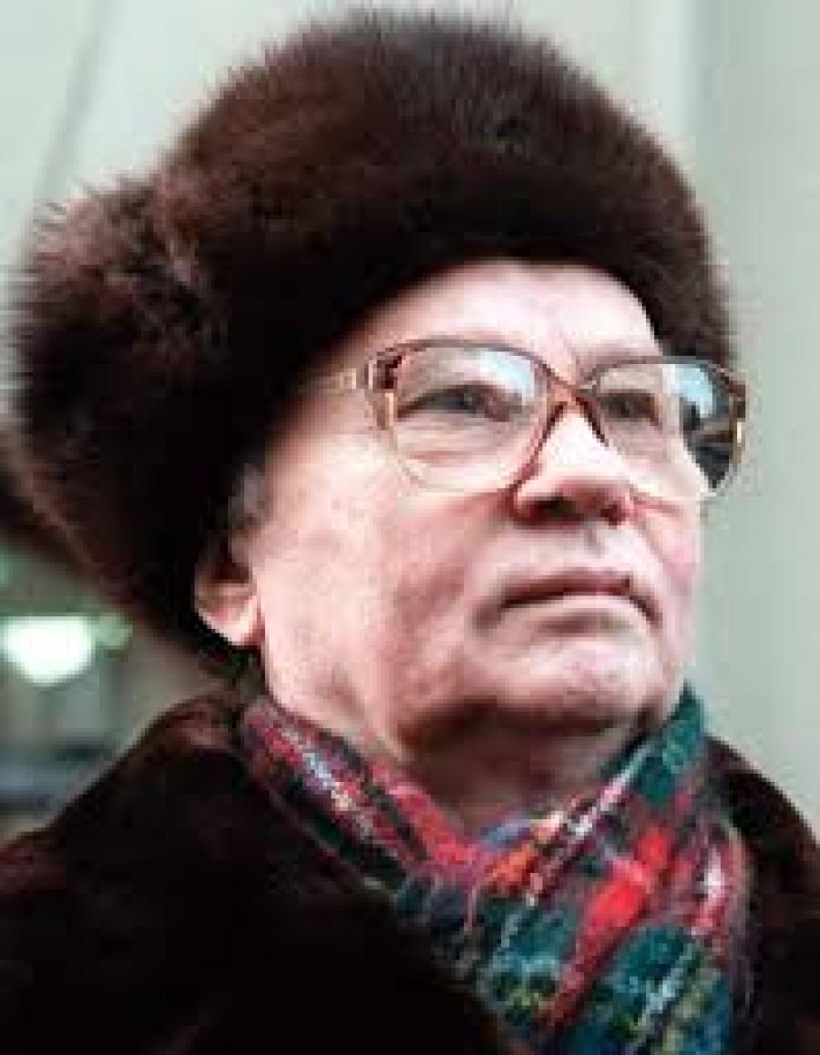 Krjučkov, Vladimír Alexandrovič (1924–2007) byl sovětským právníkem, diplomatem a vedoucím KGB, členem Politbyra Ústředního výboru KSSS. Původně pracoval v sovětském soudním systému jako asistent prokurátora, Krjučkov následně absolvoval diplomatickou akademii sovětského ministerstva zahraničí a stal se diplomatem. Během svých let v zahraniční službě se setkal s Jurijem Andropovem, který se stal jeho hlavním patronem. Krjučkov se pak připojil k sovětské diplomatické službě, která působila v Maďarsku do roku 1959. Poté pracoval v ÚV KSSS osm let, než vstoupil v roce 1967 do KGB společně se svým patronem Jurijem Andropovem. V roce 1974 byl jmenován vedoucím správy KGB. V roce 1988 byl povýšen na pozici generálního štábu armády a stal se nejvyšší postavou v KGB. V letech 1989-1990 byl členem Politbyra. Od roku 1974 do roku 1988 stál V. A. Krjučkov v čele zahraniční zpravodajské pobočky KGB, První hlavní správy (PGU). Během těchto let se První hlavní správa podílela na financování a podpoře různých komunistických, socialistických a antikoloniálních hnutí po celém světě, z nichž některé se dostaly k moci ve svých zemích a utvořily prosovětské vlády; navíc pod vedením Krjučkova drželo KGB největší triumf ve věci pronikání do západních zpravodajských agentur, získávání cenných vědeckých a technických informací a zdokonalování technik dezinformace a jiných aktivních opatření. Současně však během Krjučkovova funkčního období ve funkci ředitele začalo být vedení PGU zužováno zrádci a odpadlíky, jakkoli mělo značnou váhu při organizování vojenské pomoci prezidentu Babraku Karmalovi. Po devíti letech, roku 1988 byl povýšen na pozici generálního štábu armády a stal se nejvyšším člověkem KGB. V letech 1989-1990 pak byl členem Politbyra.