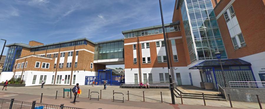 Street view Eričiny policejní stanice Lewisham Row (mnoho míst v knihách R. Bryndzy můžete v Londýně najít)