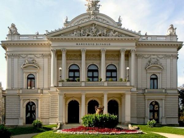 Mahenovo divadlo (dříve Divadlo Na hradbách), Brno