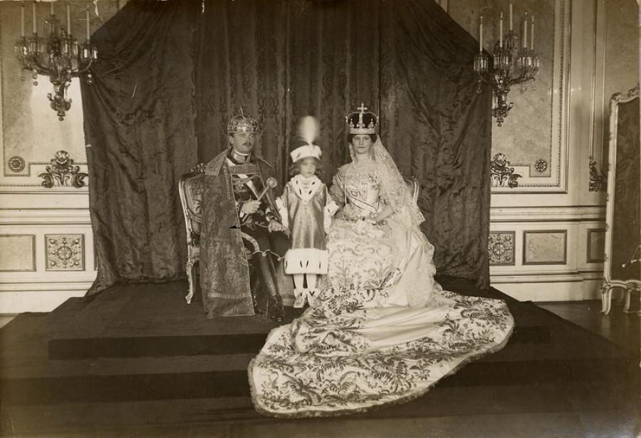 Král Karel, královna Zita a princ Otto při korunovaci v Budapešti