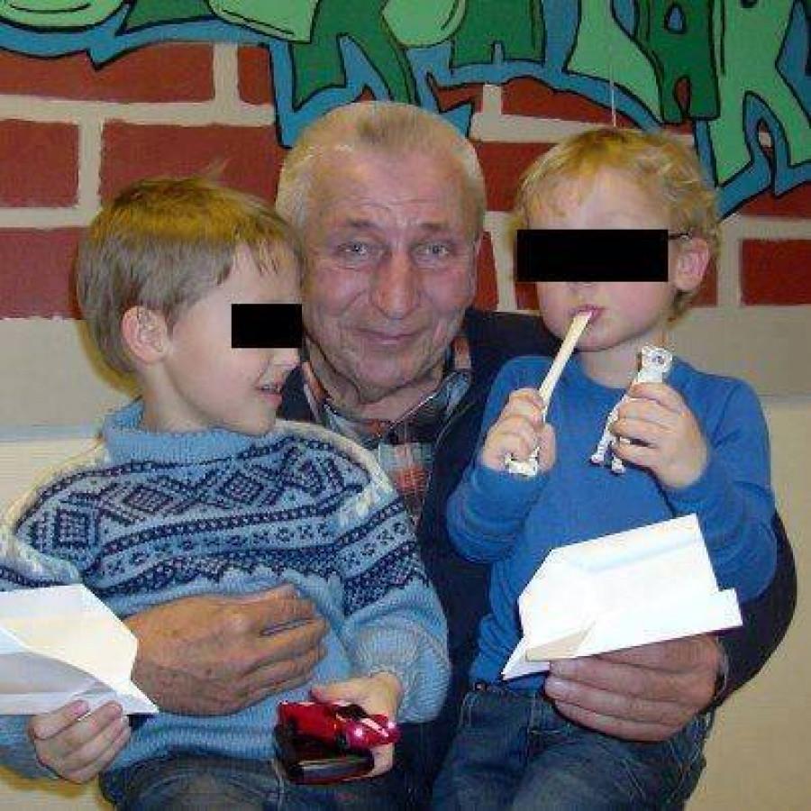 Dědeček s vnuky při poslední schůzce, kterou norští pěstouni povolili...