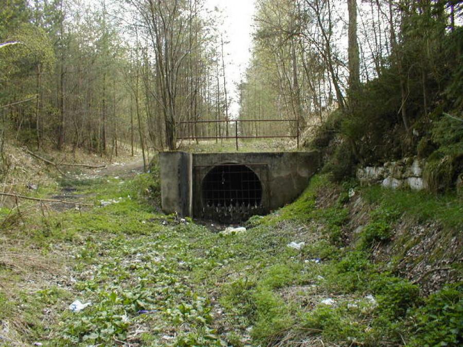 odlehčovací přepad městské kanalizace, vlečka na důl Max