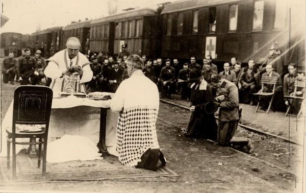 Polní mše sv. na nádraží během pokusu o restauraci monarchie v Uhrách