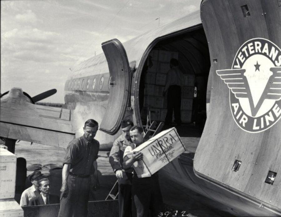 Vykládka pomoci Praha-Ruzyně 1946
