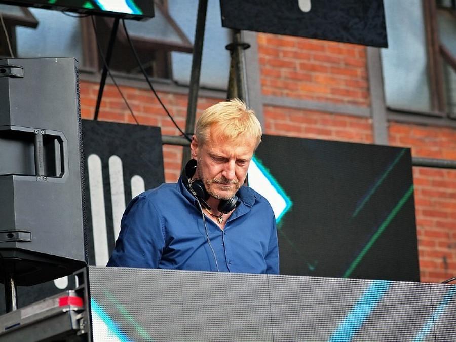 DJ Ian Blonds