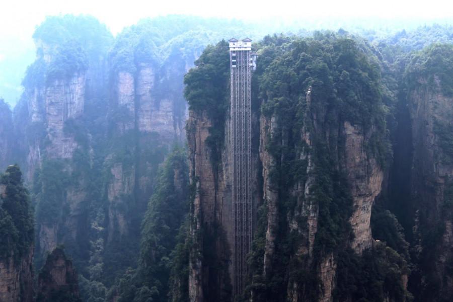 Výtah Bailong, 330 m