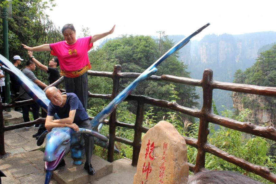 Na avatarské sochy se čeká fronta, na kterou mají trpělivost jen Číňané