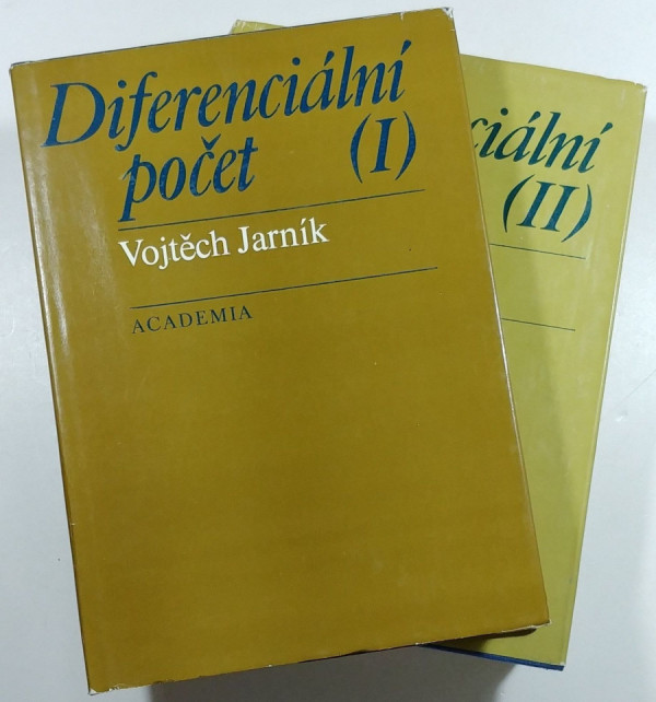 Dvě ze čtyř Jarníkových knih o diferenciálním a integrálním počtu, které jsme se měli naučit na VŠ.