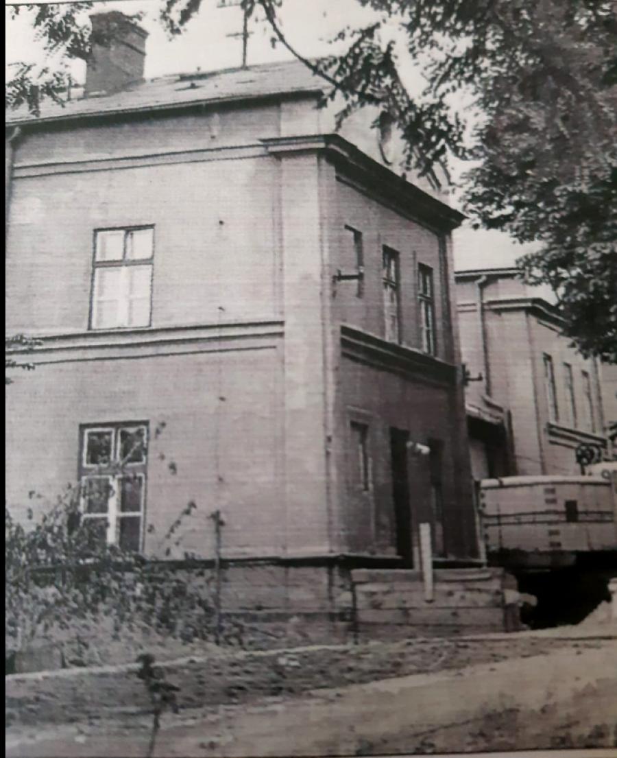 Budova starého nádraží na Jablunkovské ulici v Českém Těšíně.