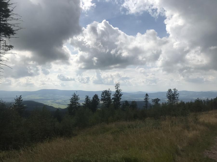 A to je ta krásná země, země sudetská, domov můj.