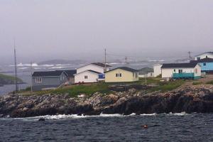 Newfoundland mě vítá: bouřlivé moře a zima