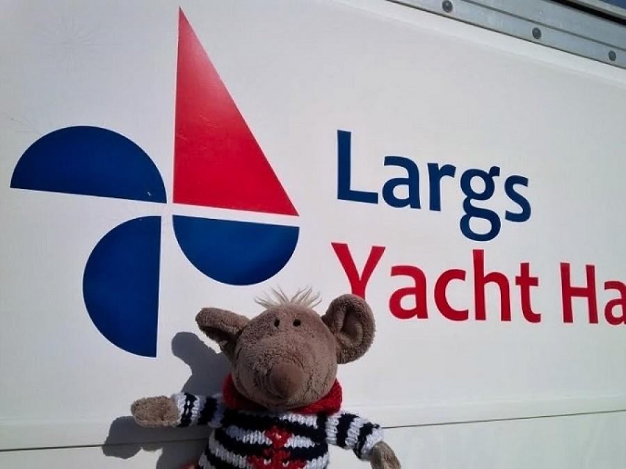 No a pak už jsem se z paluby letadla přesunuli do loděnice Largs. Počasí nám přálo. Posuďte sami: Teplá fronta, studená fronta, tlak, rosný bod: ...