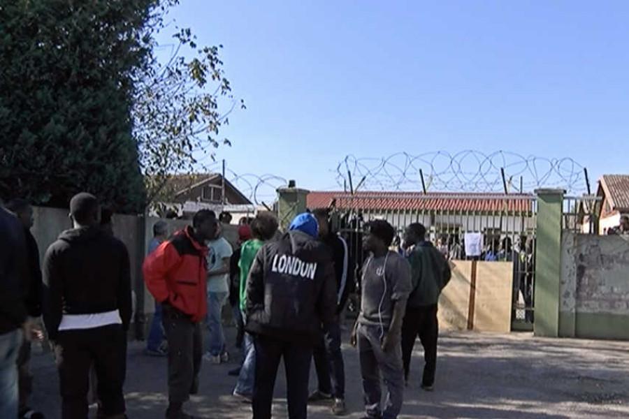 Centrum pro imigranty v Bagnoli di Sopra ... skandál homo- prostituce.