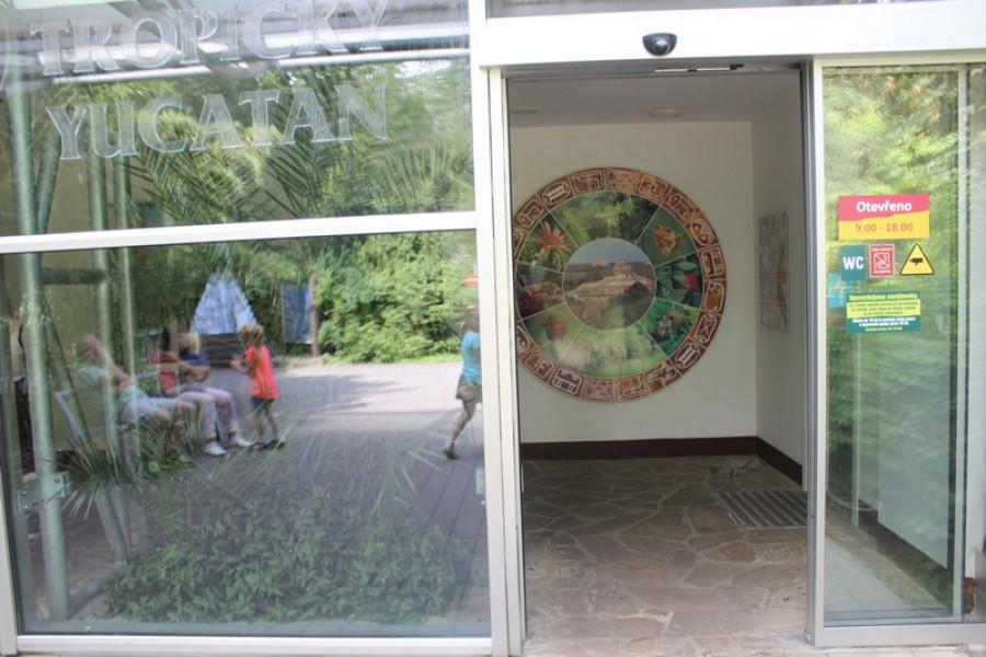 Vchod do tropické haly Yucatan.