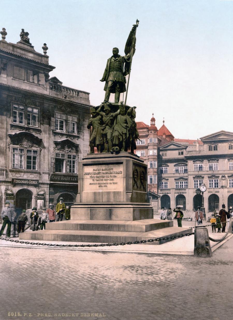Památník polního maršála Radeckého v Praze na Malostranském náměstí