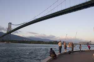 Rybári pod mostem Lions Gate možná ani nevedí,jaký poklad leží pod hladinou.