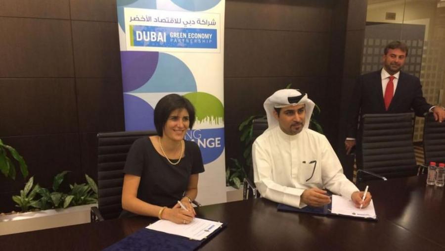 Appendino spolu s Fahad Al Gergawi, vedoucím odboru ekonomického rozvoje v Dubaji.