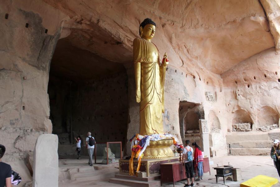 Buddha dohlíží na otisk koňské podkovy