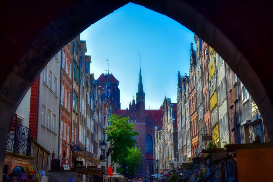 Gdańská ulice, kde jsou obchody s burštýnem.
