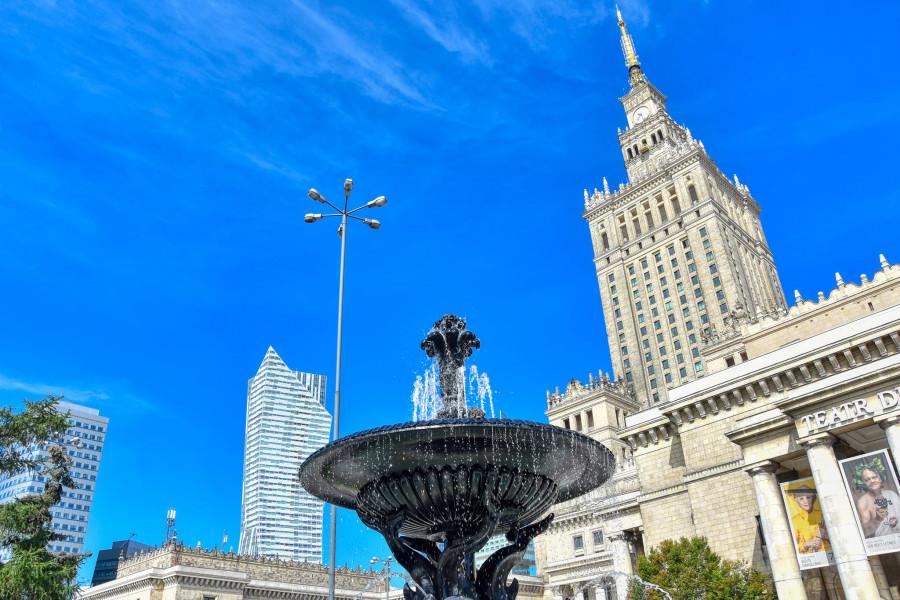 PKIN a varšavské mrakodrapy v pozadí.