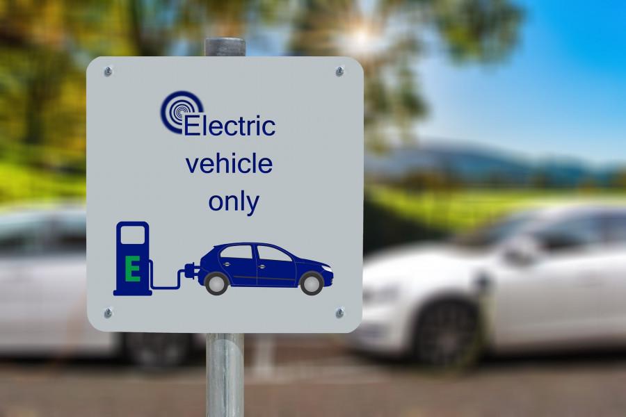 Elektromobily jsou pro běžného občana cenově nedostupné.